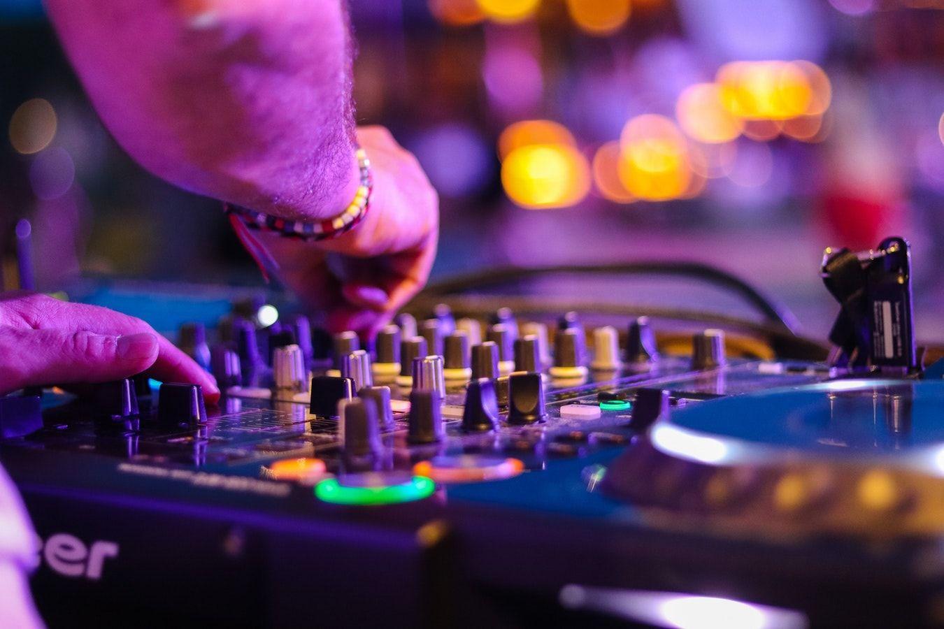 Las 10 mejores listas de música para fiestas
